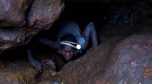 Creuseur de cassitérite au Nord-Kivu