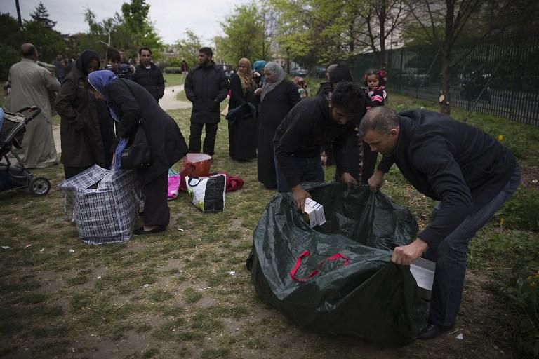 Des réfugiés syriens au parc Edouard Vaillant à Saint-Ouen au nord de Paris. Avril 2014. Crédit Joel Saget/AFP