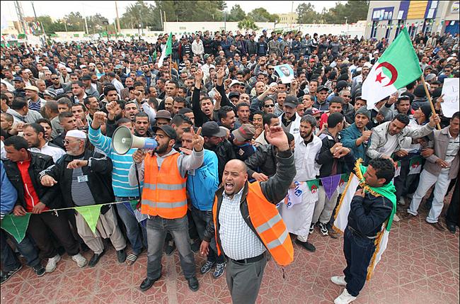 Manifestation en Algérie. Source : http://dzactiviste.info/mobilisation-contre-le-gaz-de-schiste-a-ouargla/
