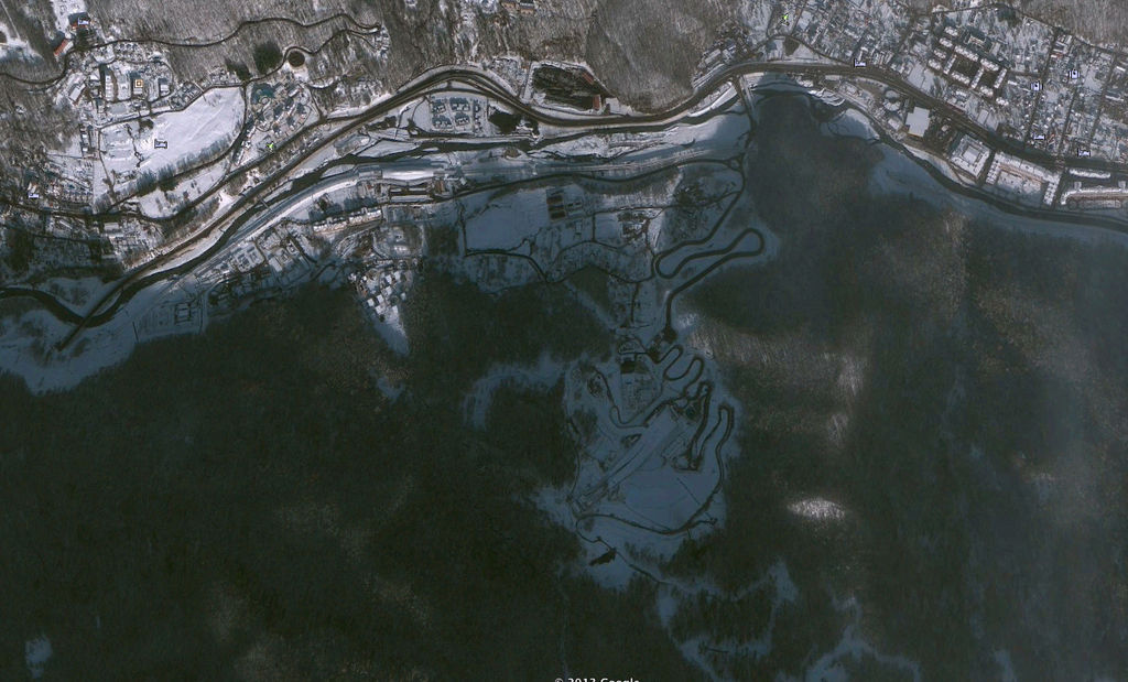 Image satellite de la station de ski de Krasnaïa Poliana, après le chantier en 2014. Source : Le Monde