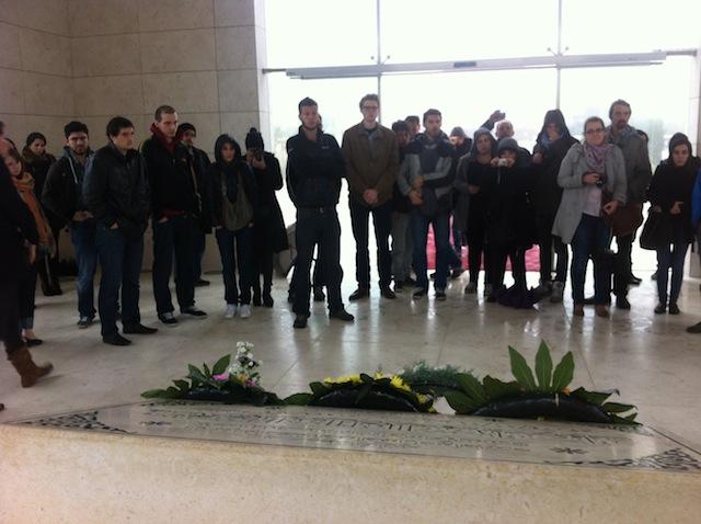 delegation_devant_tombe_yasser_arafat