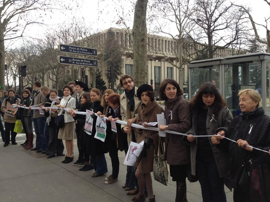 Action pour des élections justes en Russie organisée par Russie-Libertés, devant l'ambassade de Russie à Paris, 26 février 2012. Photo : Alexis Prokopiev