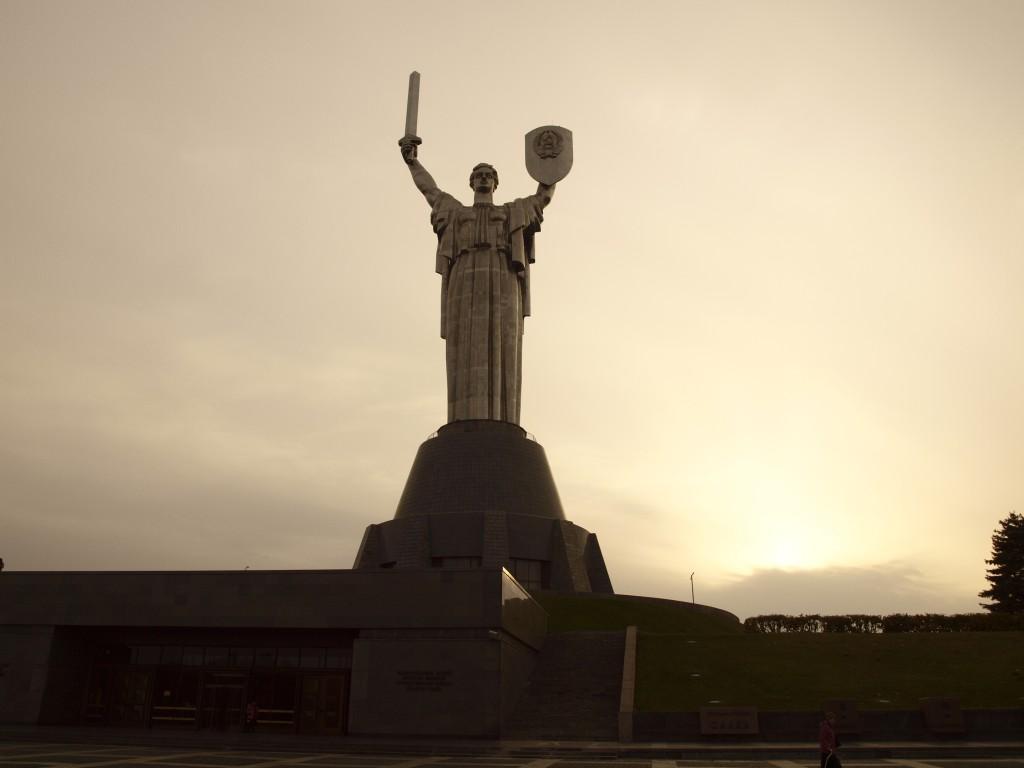 Statue de la mère patrie à Kiev. Crédits : Anne Rio