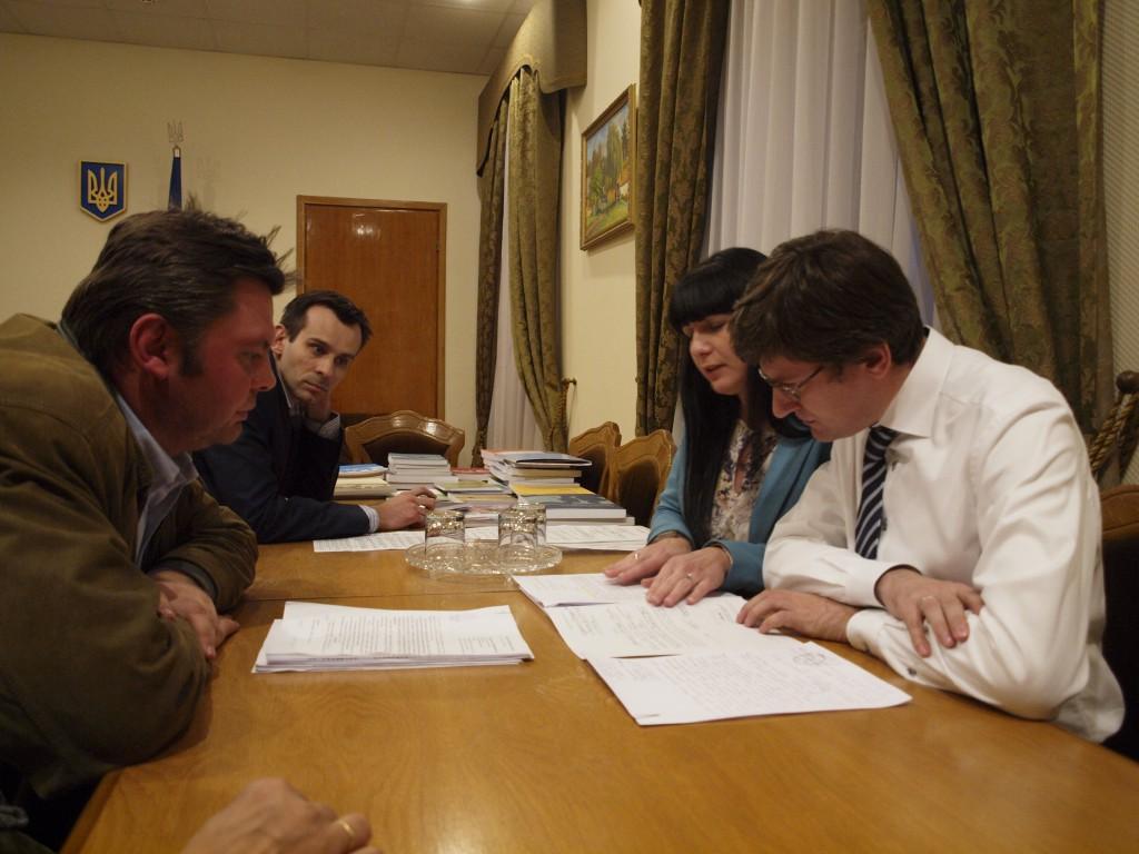 Les mésaventures d'Olexandre Gorodetski à la Commission électorale centrale de Kiev. Crédits : Anne Rio